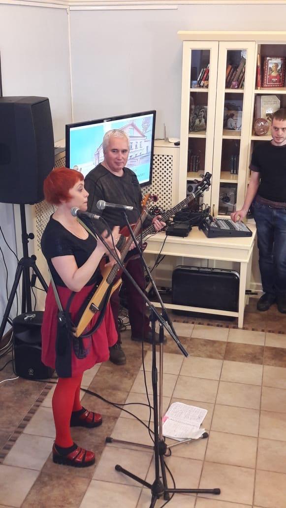 """В тверском Доме Поэзии """"чинила сердца"""" Ольга Чикина"""