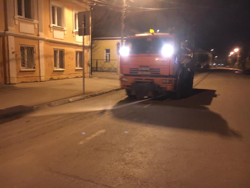 Пыль на дорогах Твери убирают с помощью поливомоечных машин
