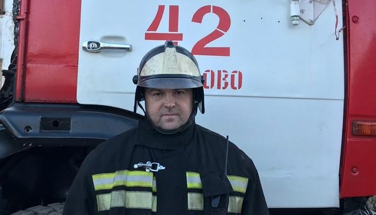 В Тверской области пожарные успели вынести из горящего дома мужчину