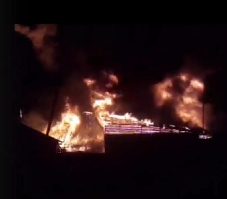 В Тверской области всю ночь бушевал сильный пожар