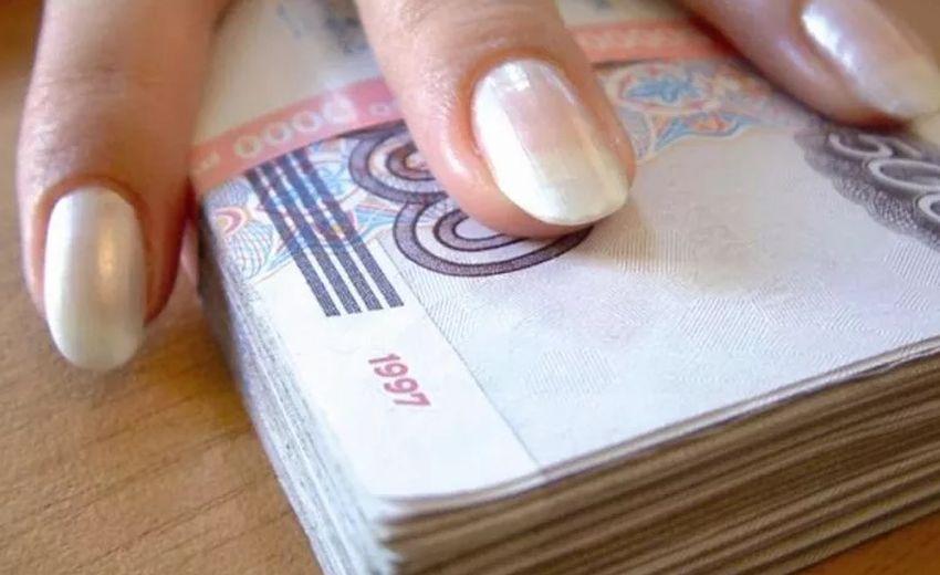 В Твери сотрудница фирмы незаконно присвоила почти миллион рублей