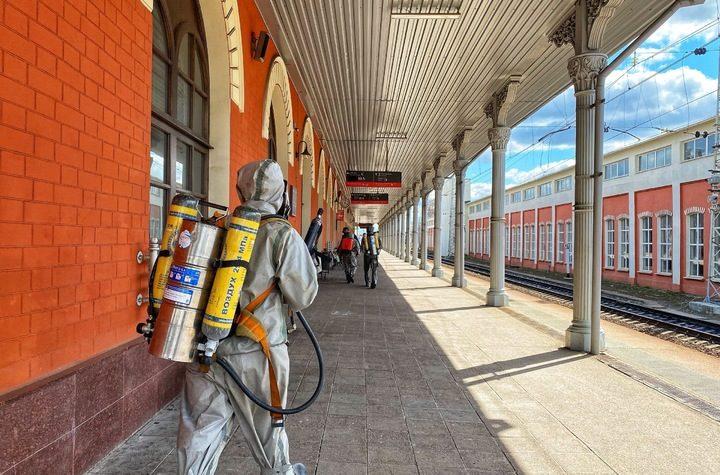 В Твери железнодорожный вокзал обработали специальным дезинфицирующим составом