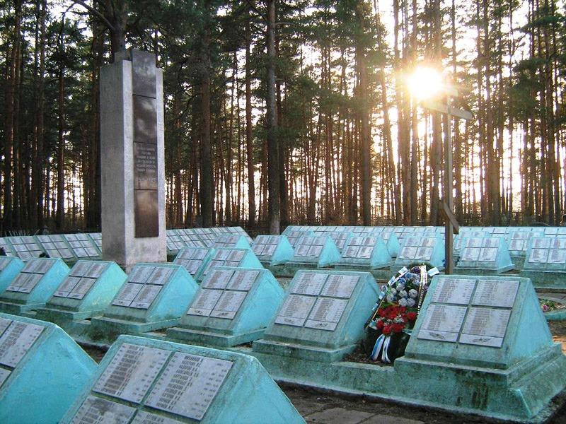 На воинских мемориала Твери установят новые плиты и поставят прожекторы