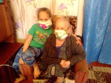 В Лихославльском районе молодёжь сшила маски для пожилых