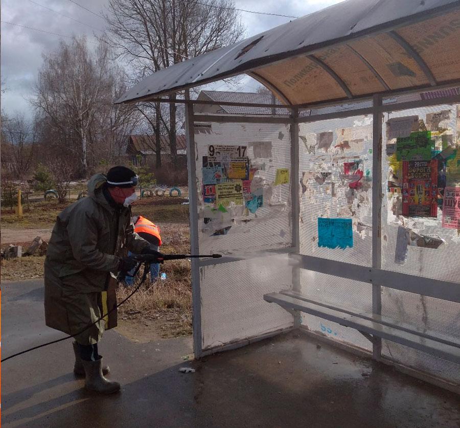 В Тверской области начали отмывать остановки дезинфицирующим раствором