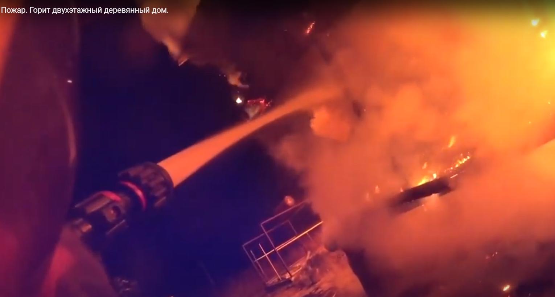 Пожарный из Твери показал борьбу с огненной стихией