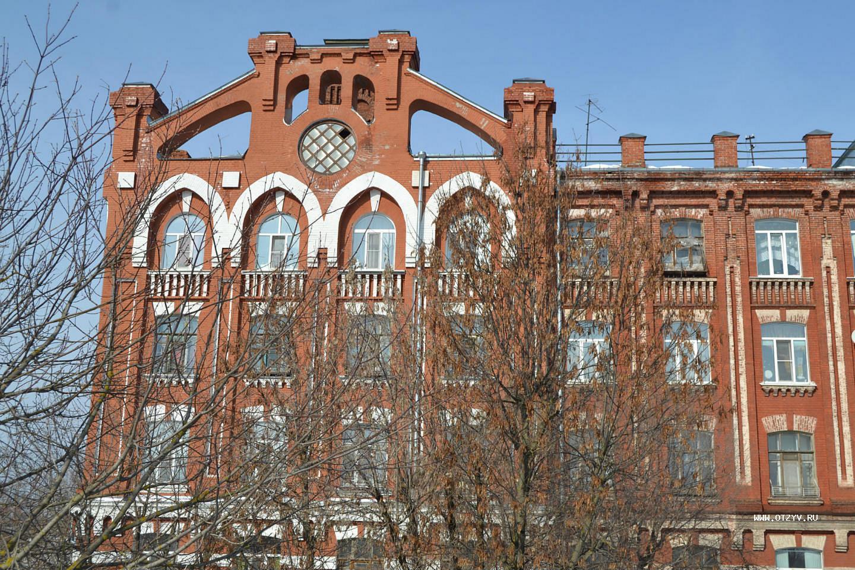 В Морозовском городке Твери шесть домов признали аварийными