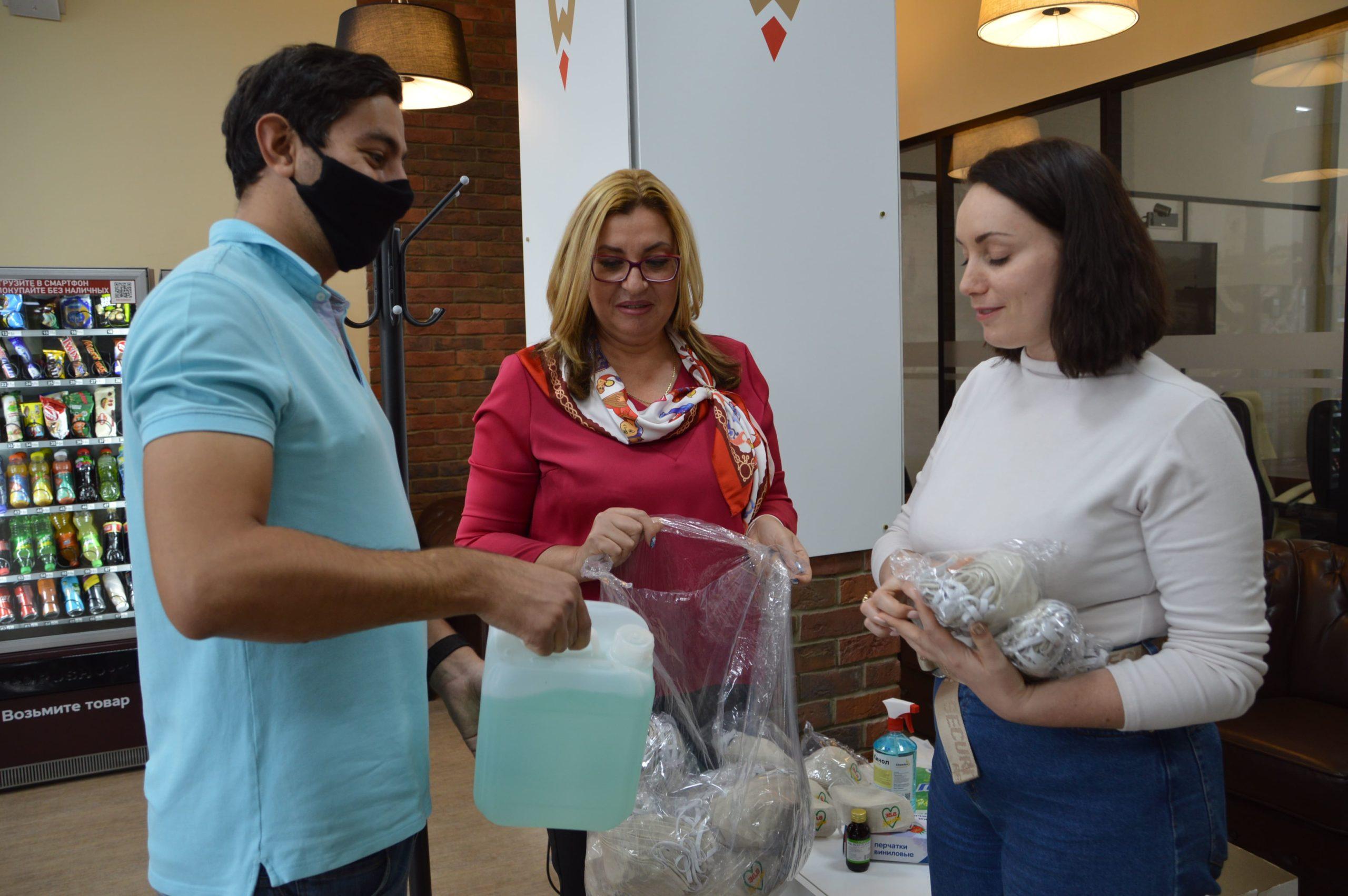 В Твери благотворители предоставили волонтёрским организациям средства индивидуальной защиты