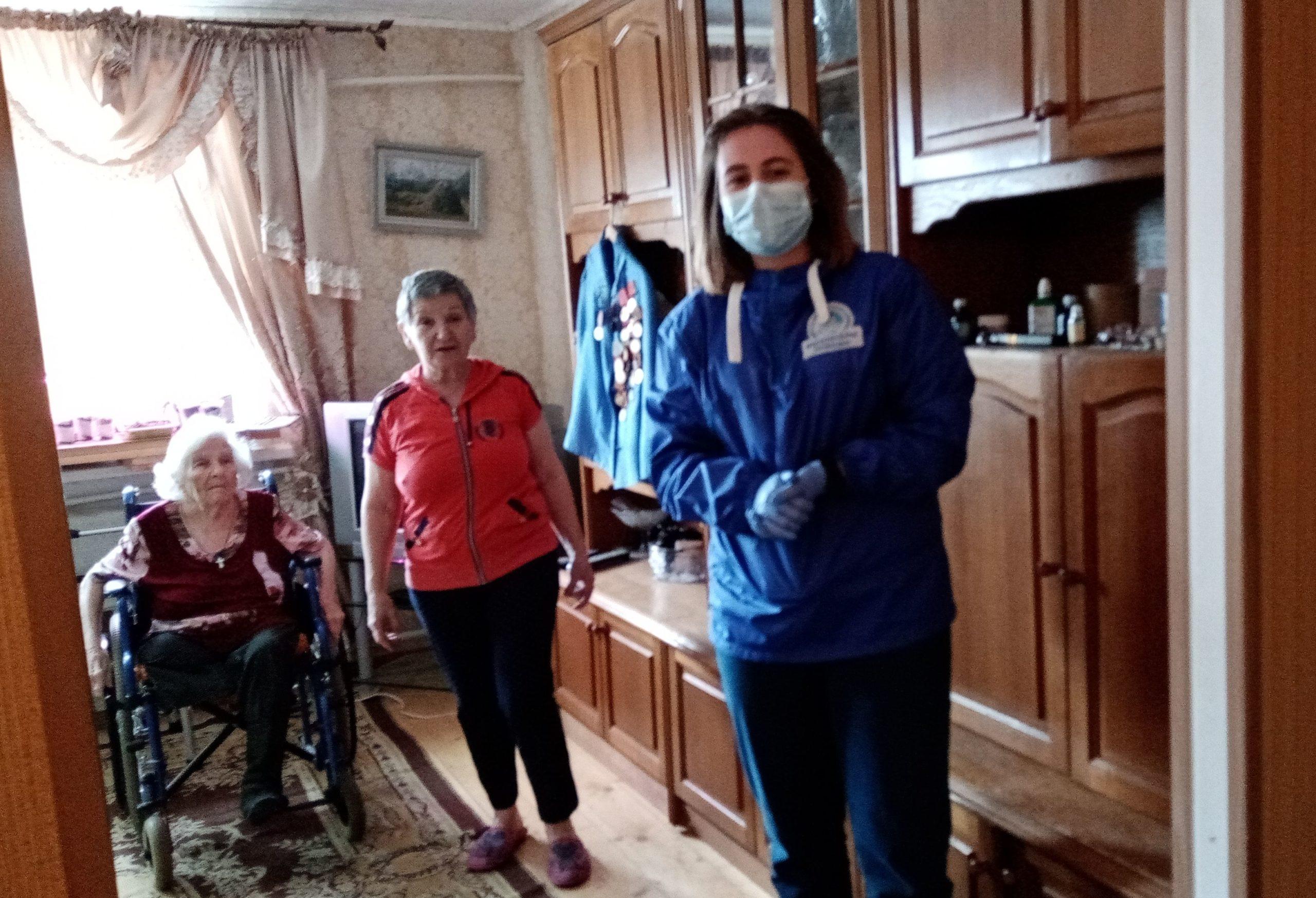 Как волонтеры помогают пожилым жителям Тверской области во время самоизоляции
