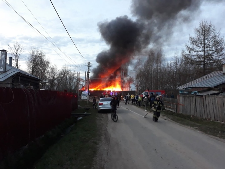 Горящий вагон в Твери попал на видео
