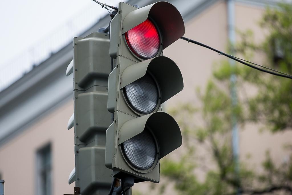 На оживленном перекрестке в Твери не работает светофор