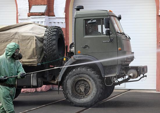 Военные химики продезинфицировали академию ВКО в Твери