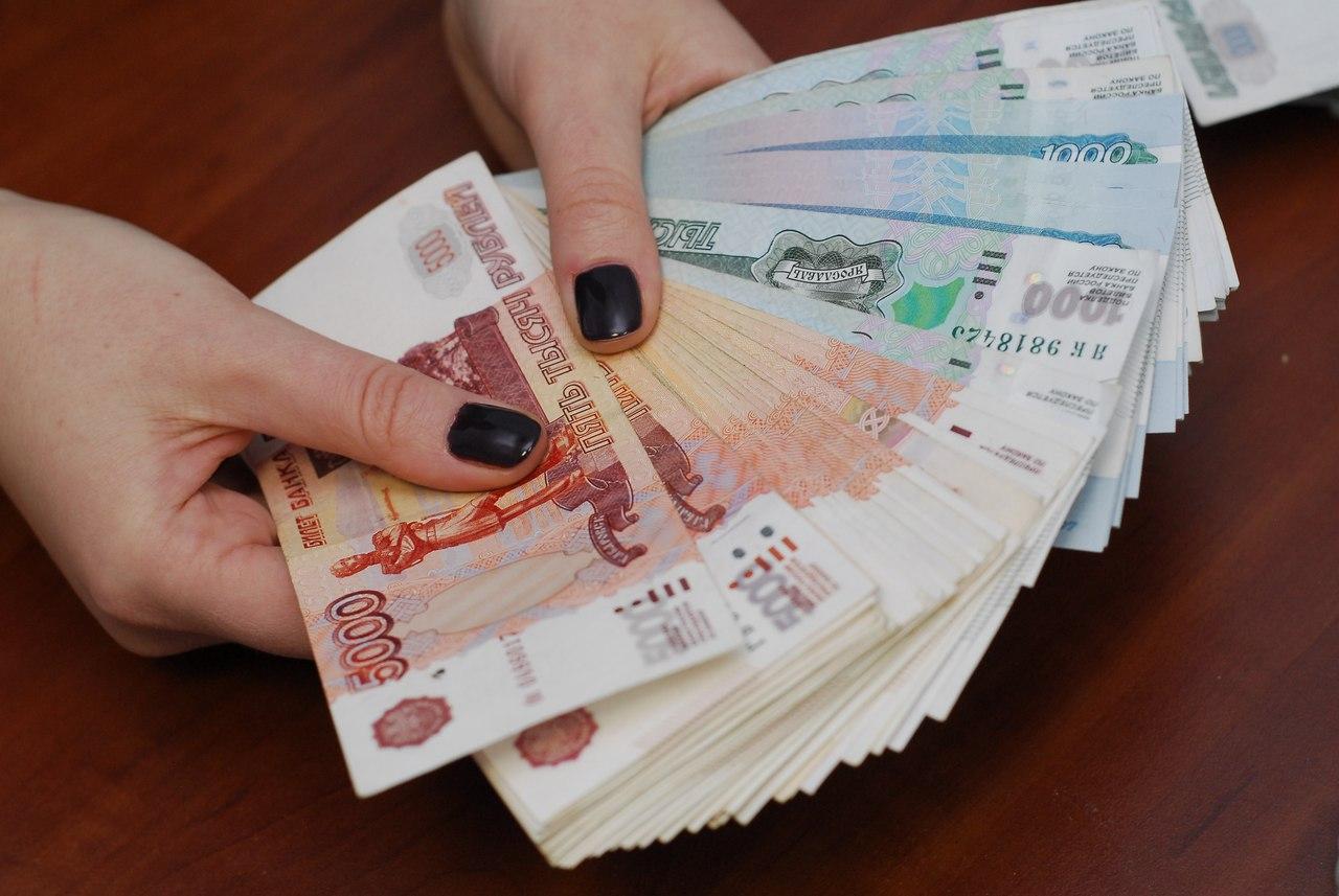 Жительница Твери утащила деньги из шкафа у своего приятеля