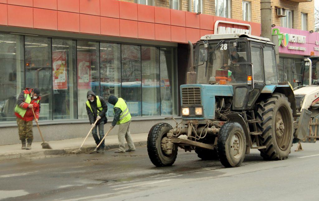 Улицы Твери обрабатывают специальным дезинфицирующим раствором