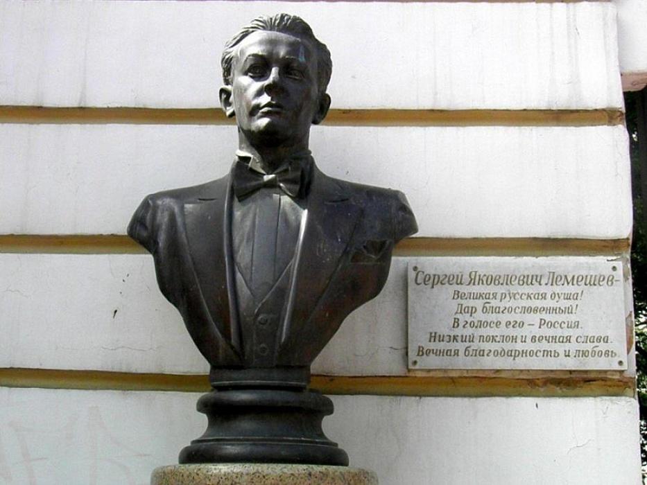 Памятник Лемешеву в Твери переносят из-за жалоб собственника участка