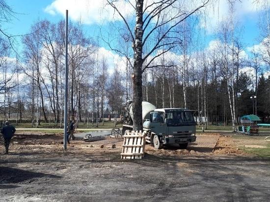 В Оленино обустраивают новую площадку для детей