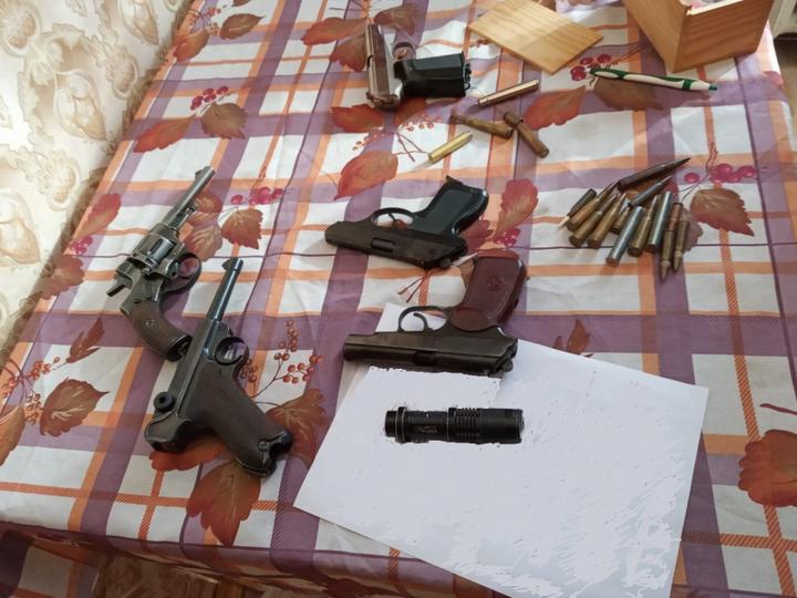 Пожилой мужчина открыл стрельбу на улице в Твери