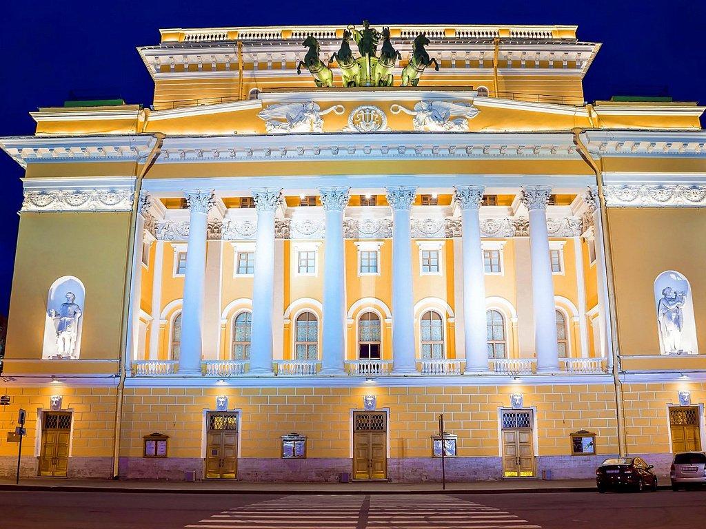 Жители Твери увидят лучшие постановки Александринки онлайн