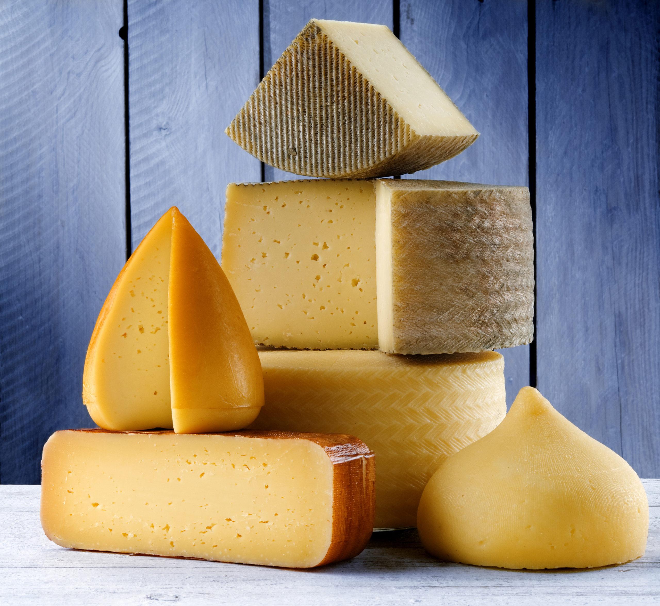Управление Россельхознадзора по Тверской области выявило факты реализации сыров неизвестного происхождения
