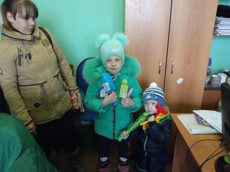 Полицейские из Тверской области помогли нуждающимся семьям