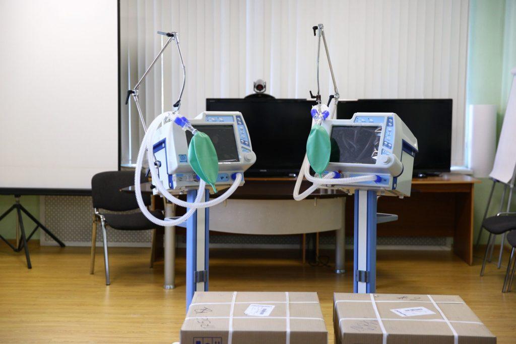 Тверские больницы запасаются аппаратами ИВЛ