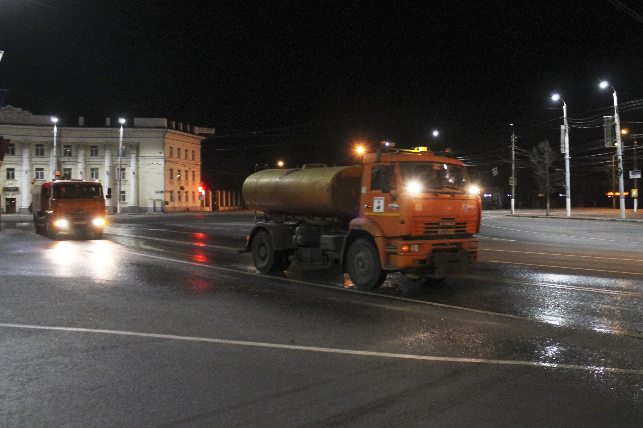 Власти Твери сняли видео о ночной дезинфекции улиц