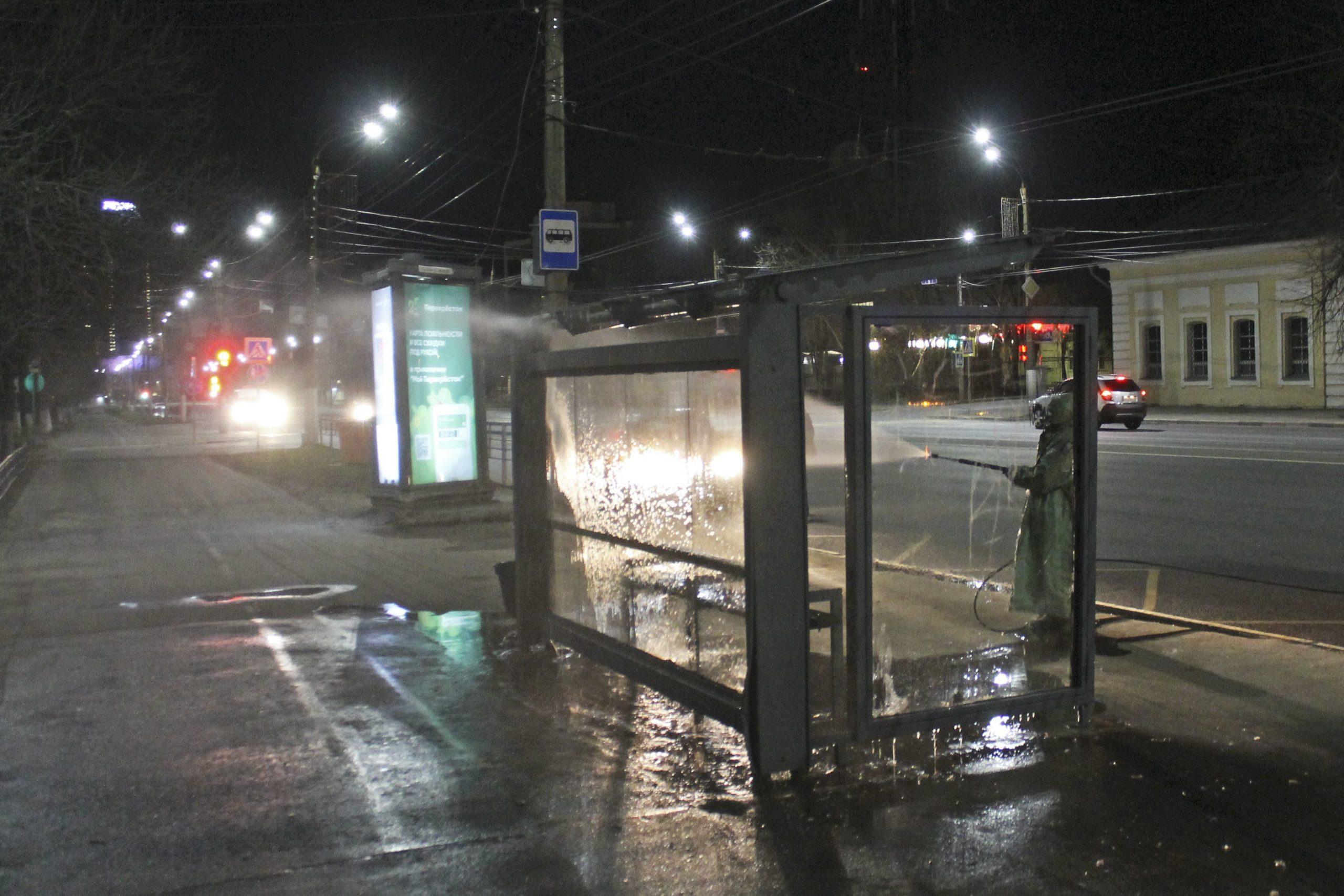 В Тверской области дезинфекцию улиц, подъездов, остановок проводят безопасным раствором