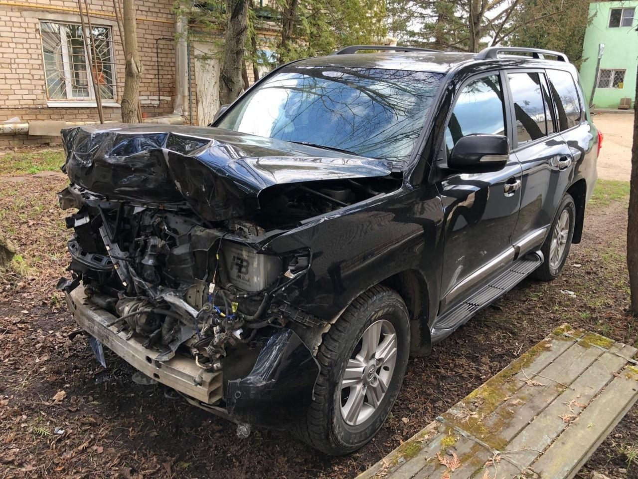 Во Ржеве два автомобиля столкнулись на большой скорости на перекрёстке