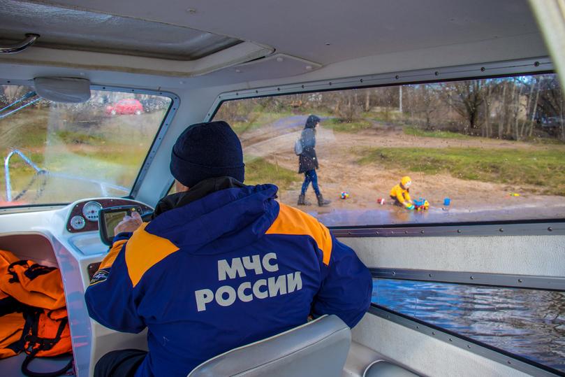 В Тверской области сотрудники МЧС продолжают контролировать порядок на водоемах