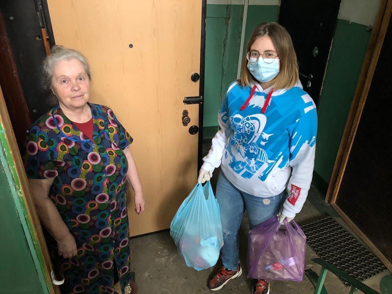 Тверские волонтеры развозят продукты и медикаменты