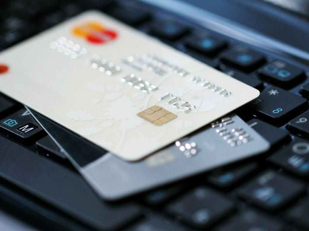 Банковские карты с истекшим сроком можно использовать до июня