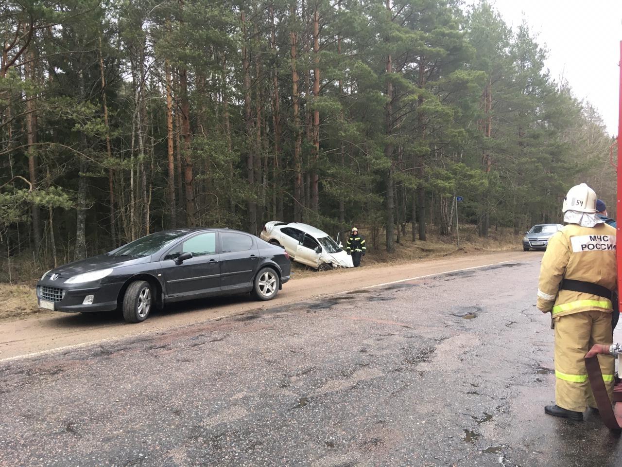 Неудачный обгон на трассе в Тверской области привел к аварии с пострадавшими
