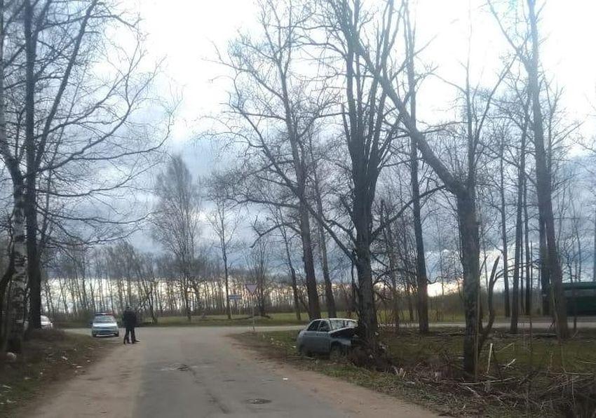 В Тверской области 16-летний подросток без прав покалечил себя и двоих друзей