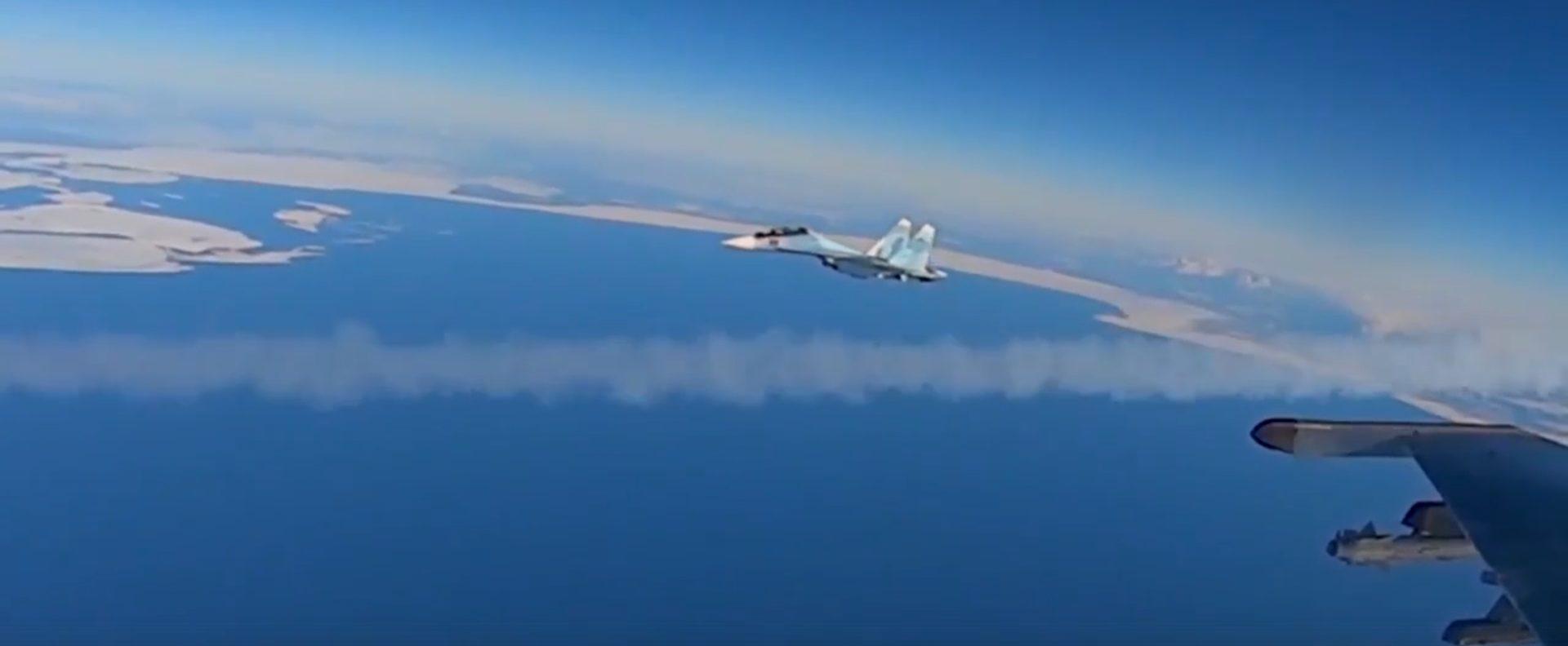 В небо над Тверской областью поднялись истребители