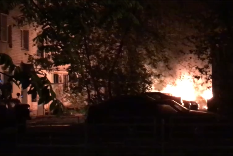 Ночью в Твери сгорело несколько автомобилей