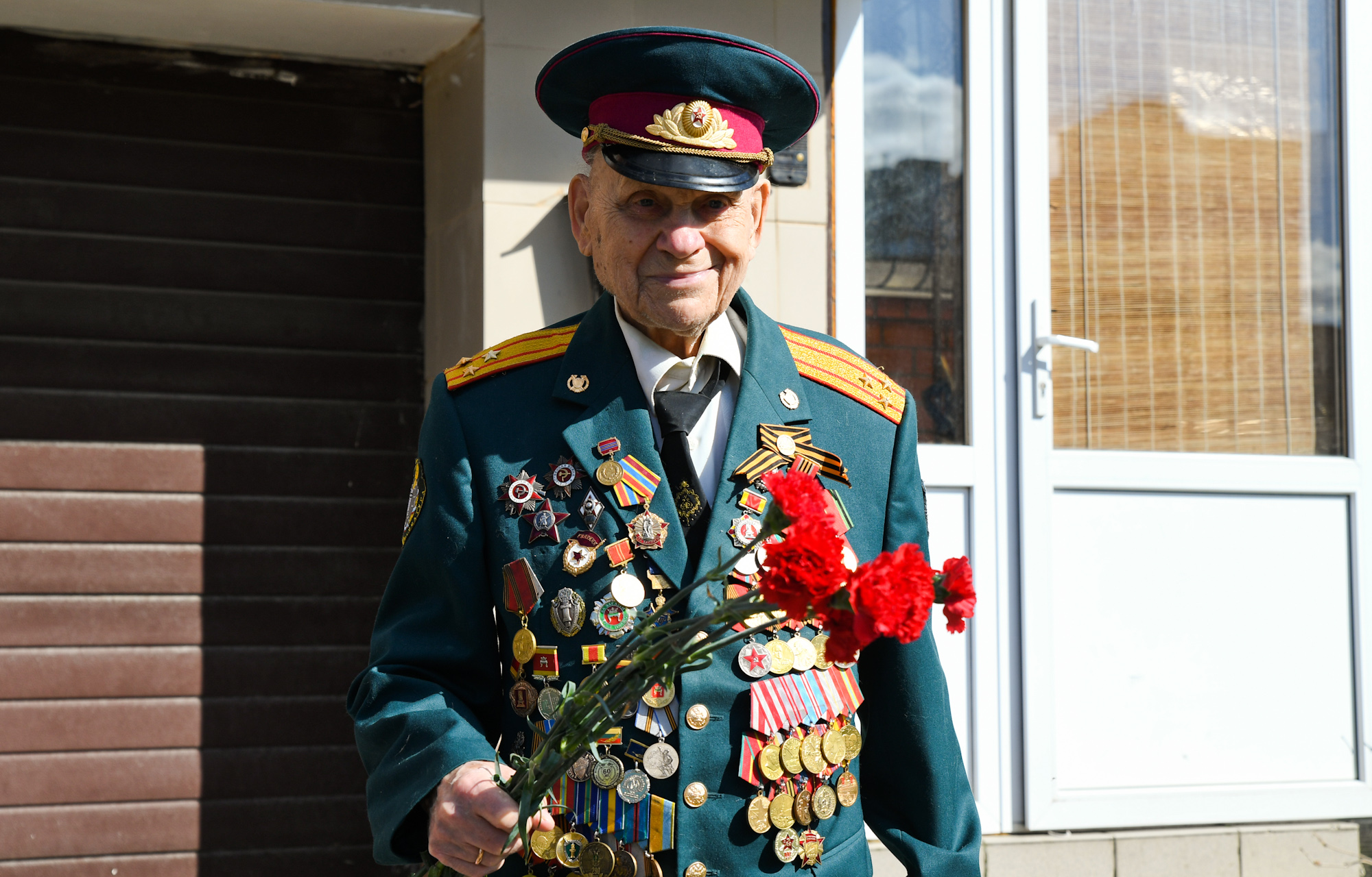 Игорь Руденя в режиме видеоконференцсвязи поздравил с Днем Победы ветеранов