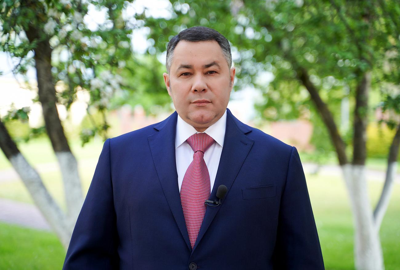 Губернатор Игорь Руденя поздравил выпускников с окончанием школы