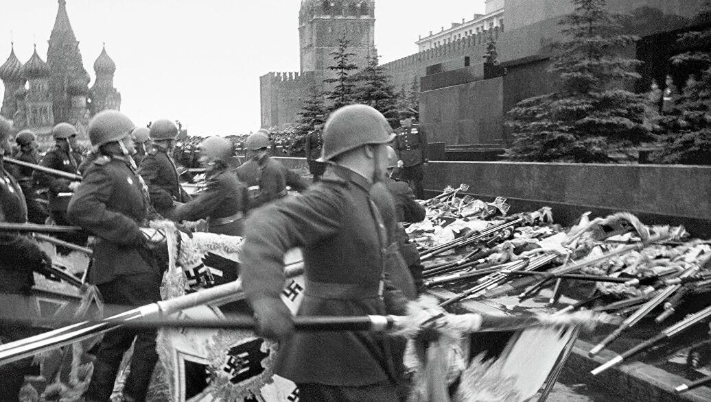 Как это было: самые яркие парады на Красной площади в период с 1941 до 2015