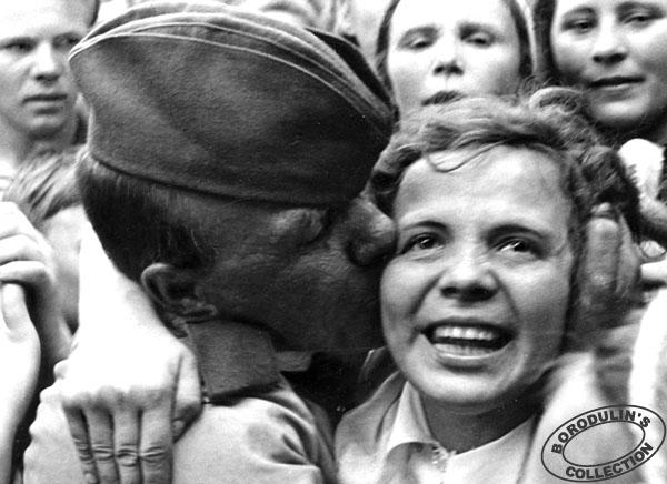 Фото Победы: как вести о конце войны встречали в разных городах и странах