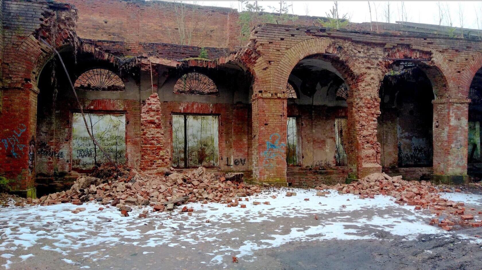 Объявлен конкурс на реставрацию обвалившихся торговых рядов в Вышнем Волочке