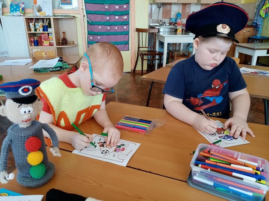 Воспитатели в Бологое рассказали детям о поведении на дороге