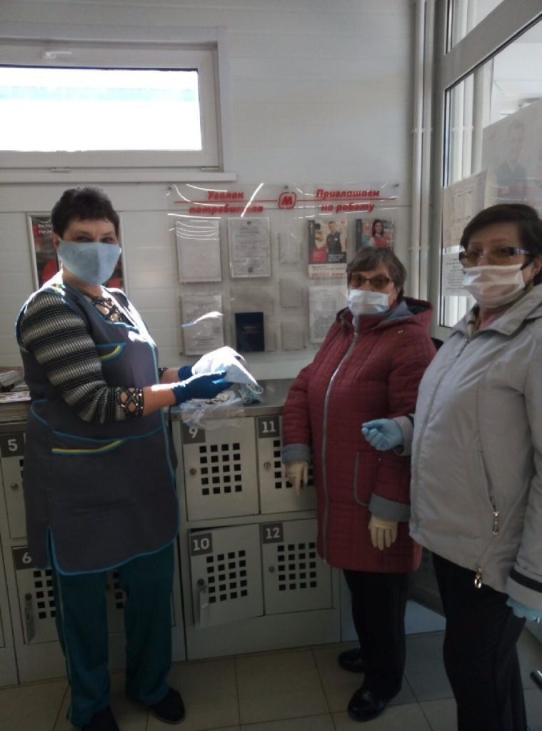 На самоизоляции члены Лихославльской районной организации ВОИ сшили 20 масок в подарок
