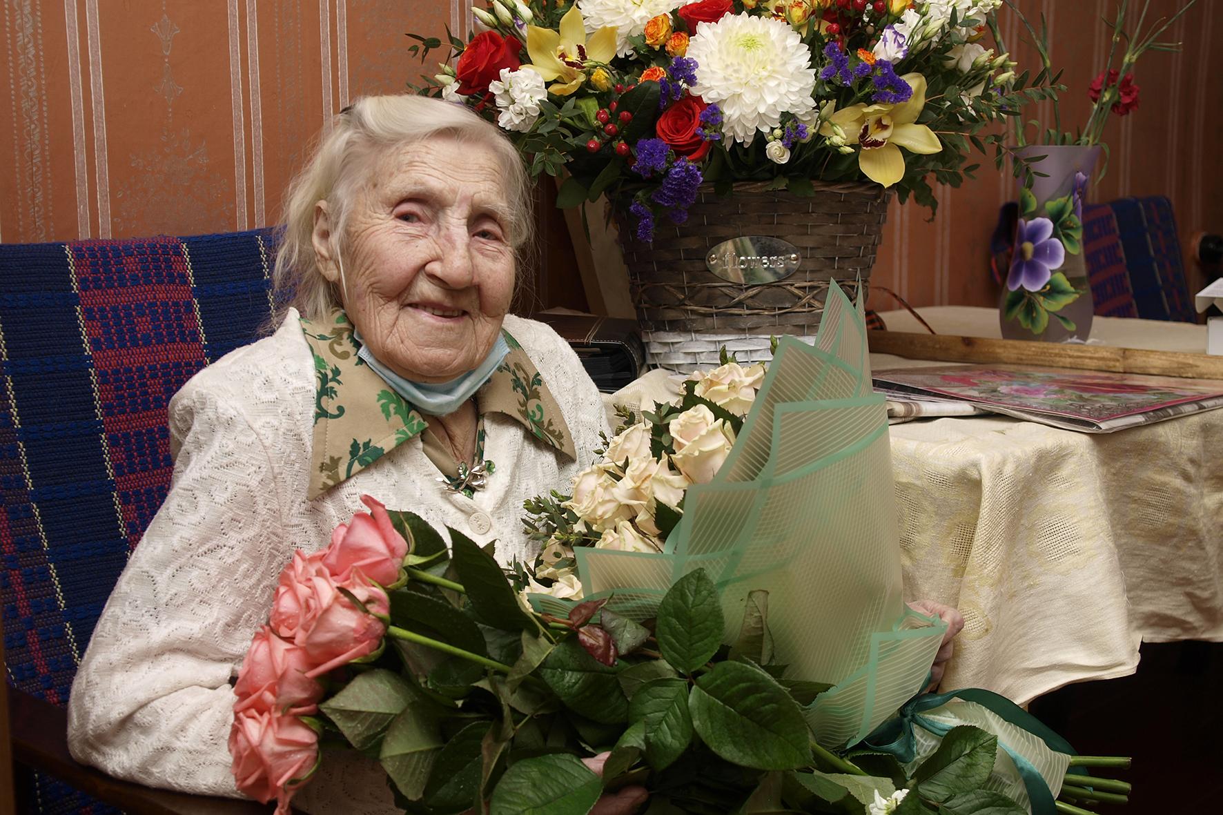 Губернатор поздравил со столетием участницу Великой Отечественной войны