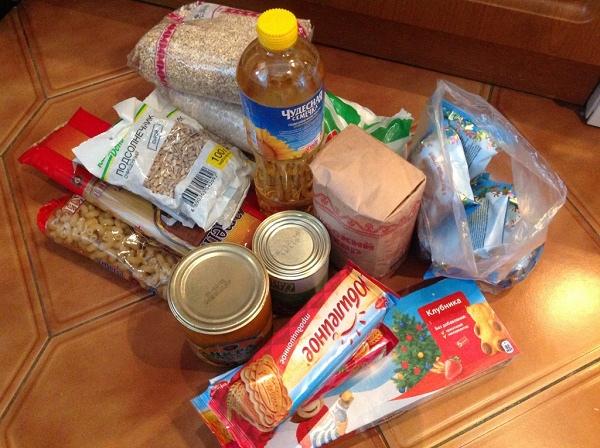 Волонтеры в Тверской области доставляют продуктовые наборы ветеранам
