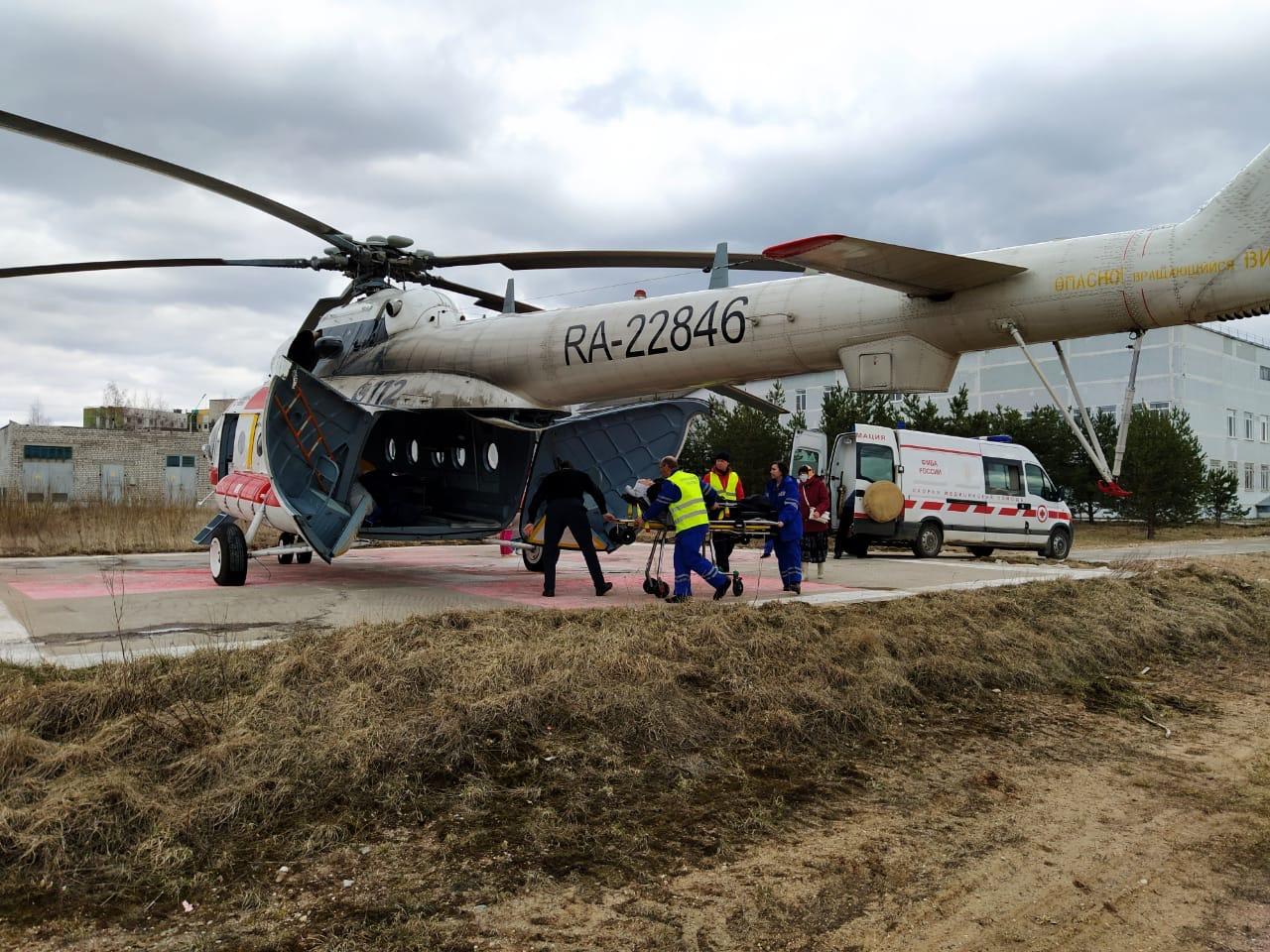Вертолет санавиации экстренно доставил пациентов из Удомли в Тверь
