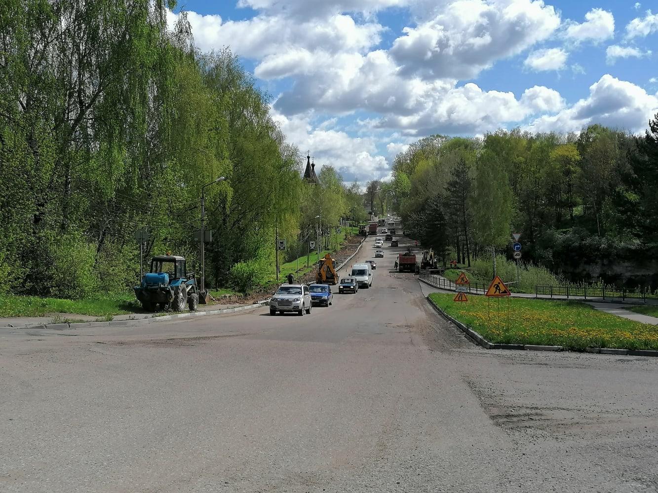 В Ржеве продолжаются работы по благоустройству