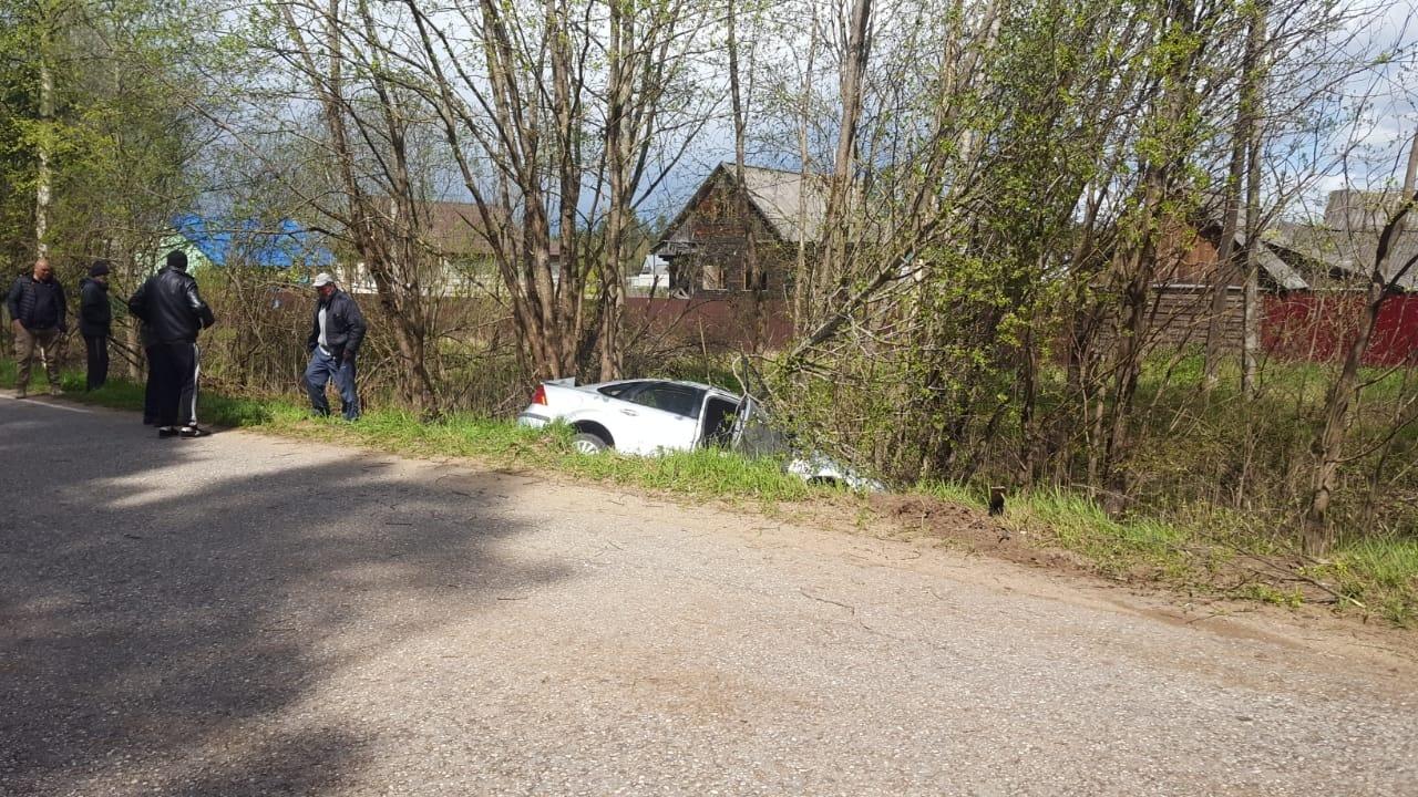 В Тверской области два человека погибли при съезде автомобиля в кювет