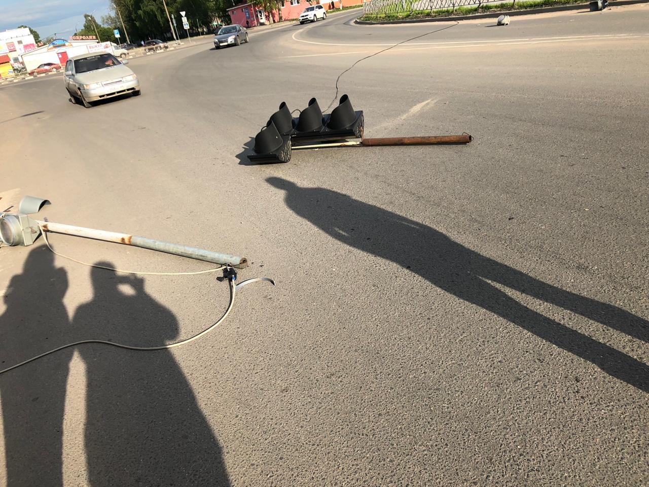 В Тверской области светофор упал на пешехода