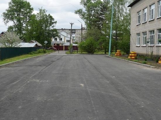 В Оленинском районе привели в порядок территорию школы