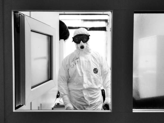 Фильм RT: Главврач тверской ОКБ рассказал, кто может умереть от коронавируса